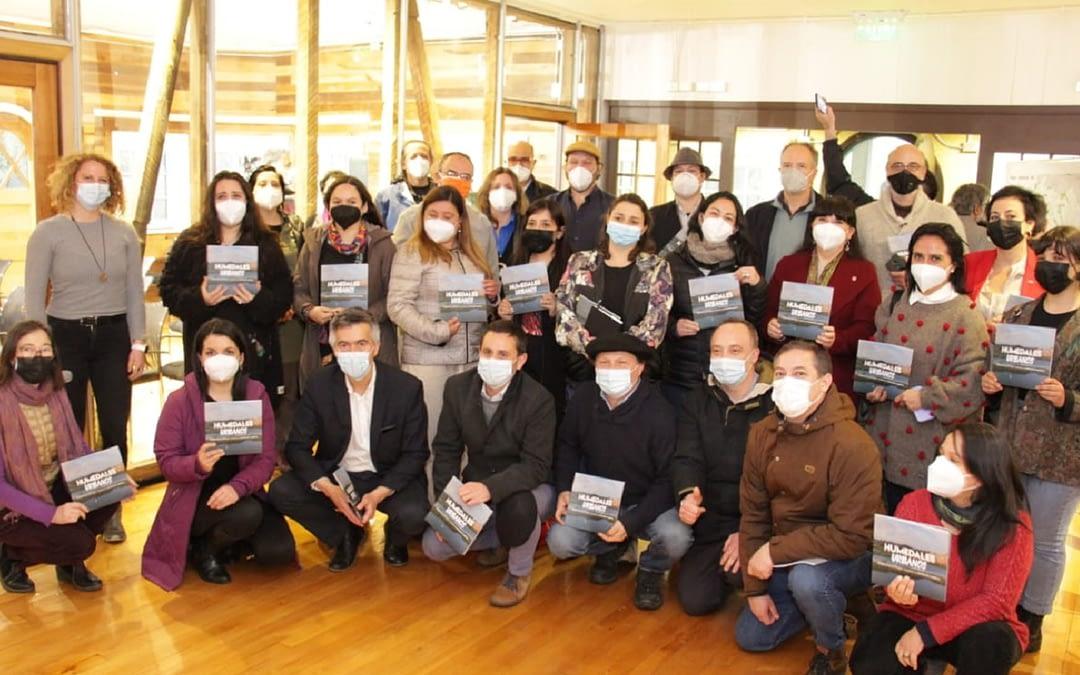 Lanzan libro sobre Ley de Humedales Urbanos